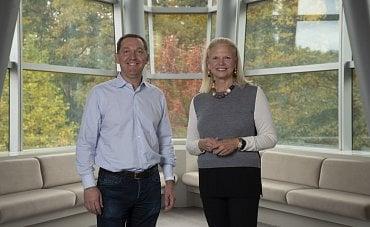 Šéf Red Hatu Jim Whitehurst a ředitelka IBM Ginni Rometty