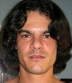 Celebritou mezi hackery specializovanými na krádeže čísel kreditních karet je Albert Gonzales. Vroce 2010 byl odsouzen na 20 let.