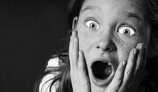 Děti smánií mají zrychlenou řeč a zvýšenou sexualitu