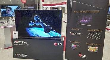 LG Signature OLED v pražském předváděcím centru LG (foto z tohoto týdne). Designový skvost nemůžete přehlédnout -  je hned u vchodu a je to bomba!