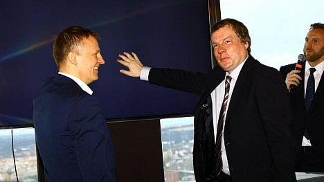 Martin Gebauer (ČRa) a Luděk Schneider (MPO) spouštějí DVB-T2 vysílání z pražského Žižkova.