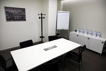 Malá zasedací místnost.