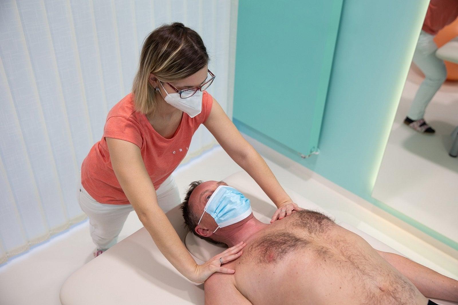 Respirační fyzioterapie pomáhá pacientům po prodělání COVID-19