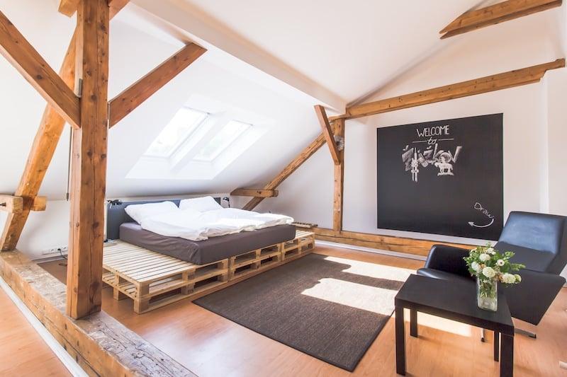 Takto zařízené byty jdou na Airbnb a Booking.com na dračku.