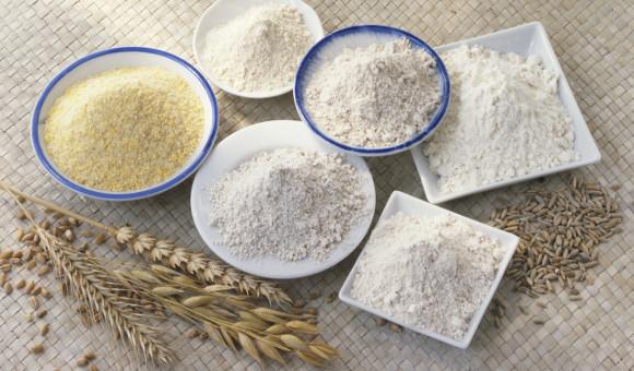 """Základem většiny pekárenských těst je mouka pšeničná. Ostatní druhy bývají tzv. """"do počtu""""  nebo ke zpestření."""