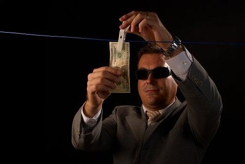 praní špinavých peněz, zločin, špinavé peníze, korupce