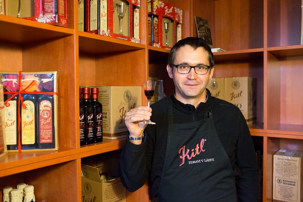 Sirupy a medicinální vína vyrábí v jablonecké firmě Kitl.