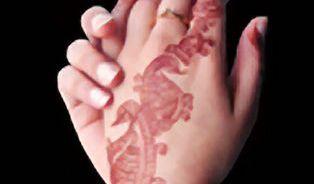 Tetování hennou způsobí jizvy a spustí alergie