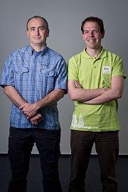 Jan Liška (v zeleném tričku) s kolegou Michalem Buličkou, který na Snowhit spolupracuje.