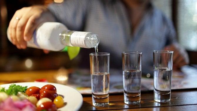 Češi už zase utrácí za alkohol. Euforie po uvolnění opatření, nebo trvalý trend?