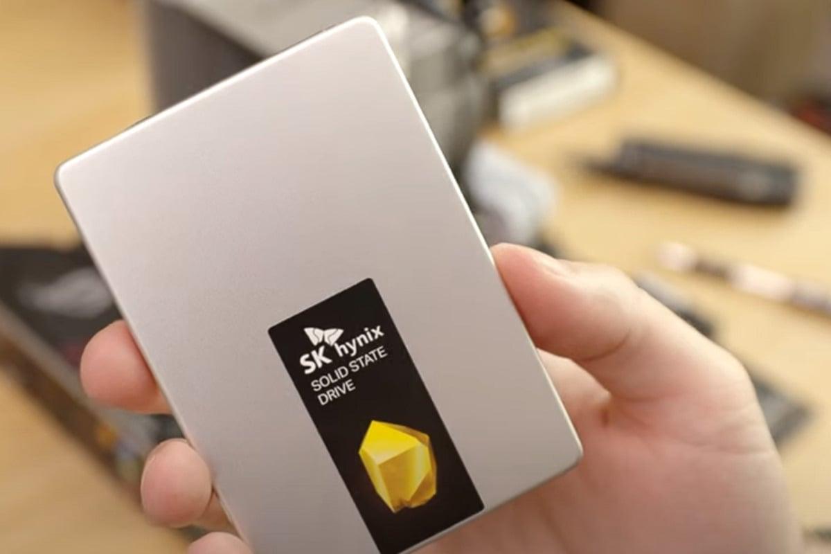 Disk SSD o velikosti 2,5 palce a v provedení SATA se dá do stolního počítače instalovat mnoha způsoby.