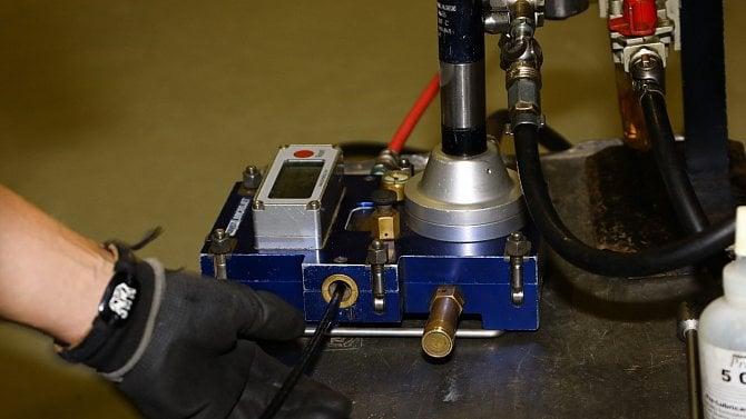 Zafukování optiky do mikrotrubiček: kilometry kabelu vproudu vzduchu