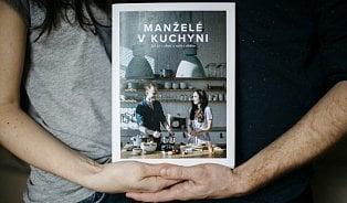 Kitchen story: manželé vkuchyni chystají unikátní kuchařku