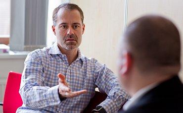 Marcel Gajdoš (vlevo), regionální manažer Visa Europe pro Českou a Slovenskou republiku. (02/2016)