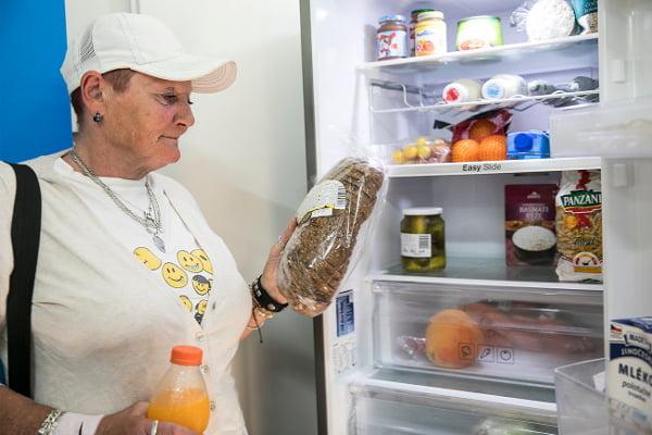 Samsung Bezezbytku odstartoval projekt komunitních lednic. První byla umístěna v Komunitním centru a zahradě Kotlaska, následovat budou další