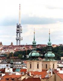 Žižkovská věž se prý Švédům nelíbí. A vám?