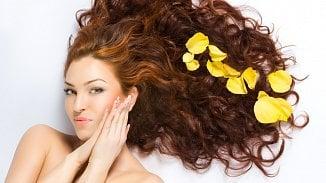 Jak vrátit vlasům inehtům vitalitu? Snašimi tipy to zvládnete levouzadní
