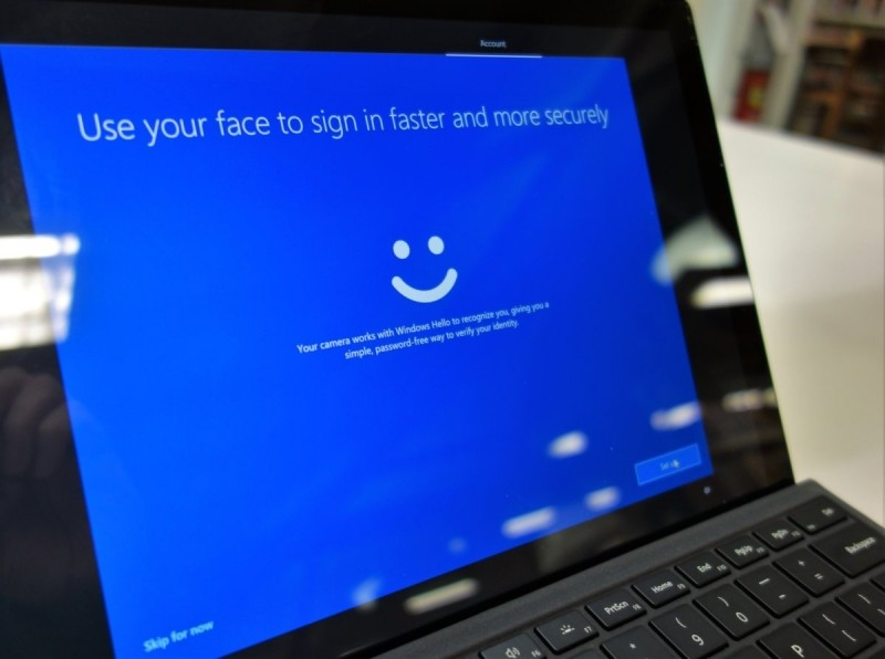 Máte-li v počítači povolenu funkci Windows Hello, pak máte možnost ji v OOBE i nakonfigurovat. Samotná konfigurace zabere jen několik sekund.