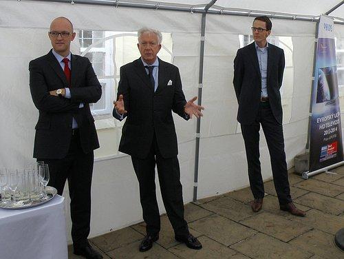 Martinj Smelt (vpravo), ředitel TP Vision pro Střední a Východní Evropu při úvodní prezentaci