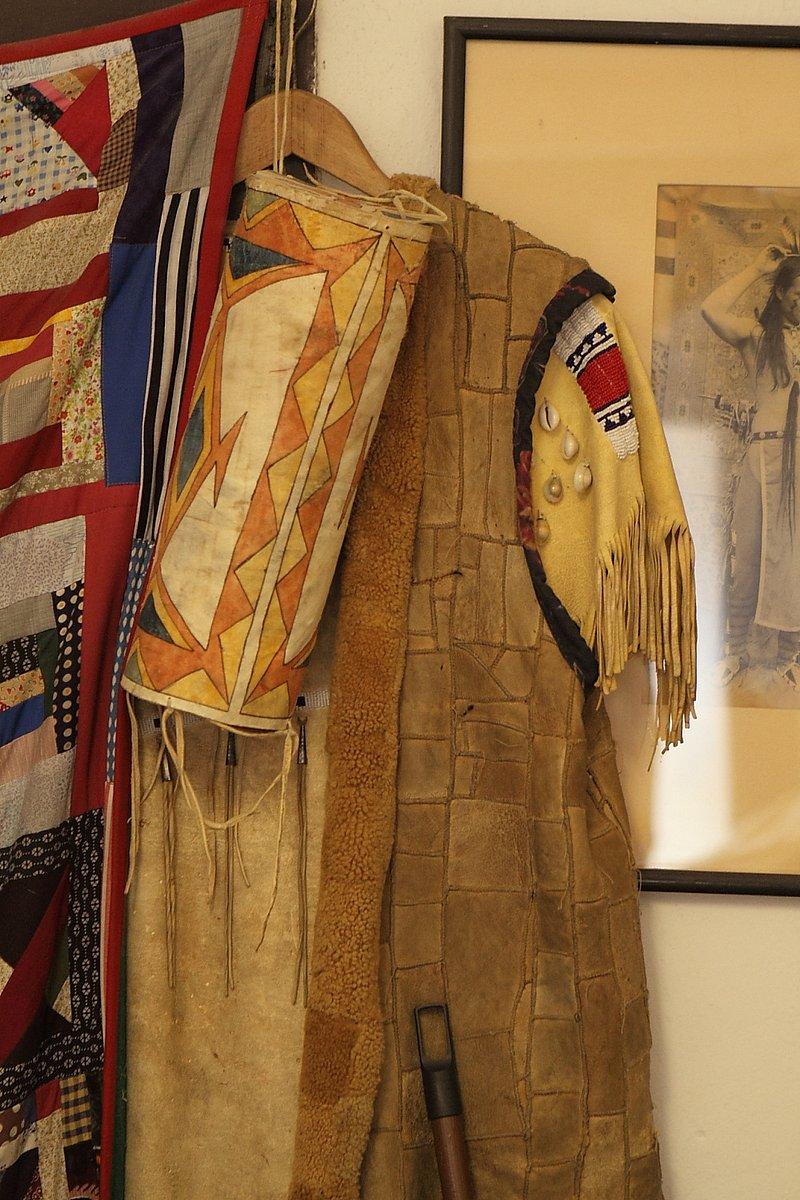 Mirek Beneš šije indiánská týpí a patchworkové textilní doplňky