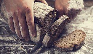 Co se stane celiakovi, když sní krajíc chleba?