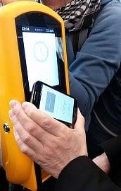 Platba prostřednictvím NFC SIM.