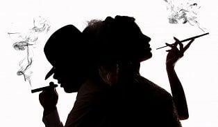 Vitalia.cz: Muži kouří 24 cigaret denně, ženy odostmíň