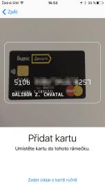 Plastovou kartu Yandex.Money lze naskenovat přes foťák, anebo zadat její údaje ručně.