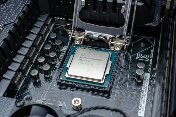Při výběru základní desky je klíčové vybrat takovou, která má stejný soket jako vámi pořízený procesor