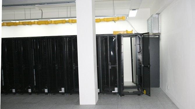 [článek] Obrazem: Datacentrum svépomocí. Jak vypadá nový datový sál DC6 Shiran 2.0