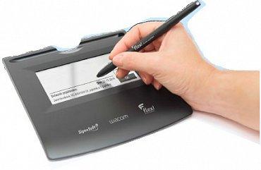 Podpisové zařízení pro podpis pojistné smlouvy o životním pojištění.