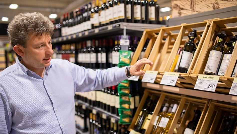Jak koupit dobré víno vsupermarketu? Nejlepší poměr cena/výkon najdete vprostřední polici