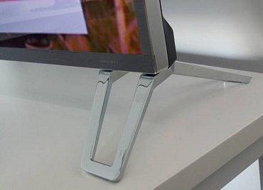 Design je vytříbený a kvalitní stejně, jako použité materiály. Jen pamatujte, že nožičky trochu vybočují přes šířku obrazovky!