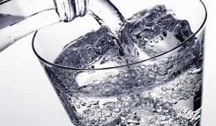 Jedna voda sbublinkami denně je maximum