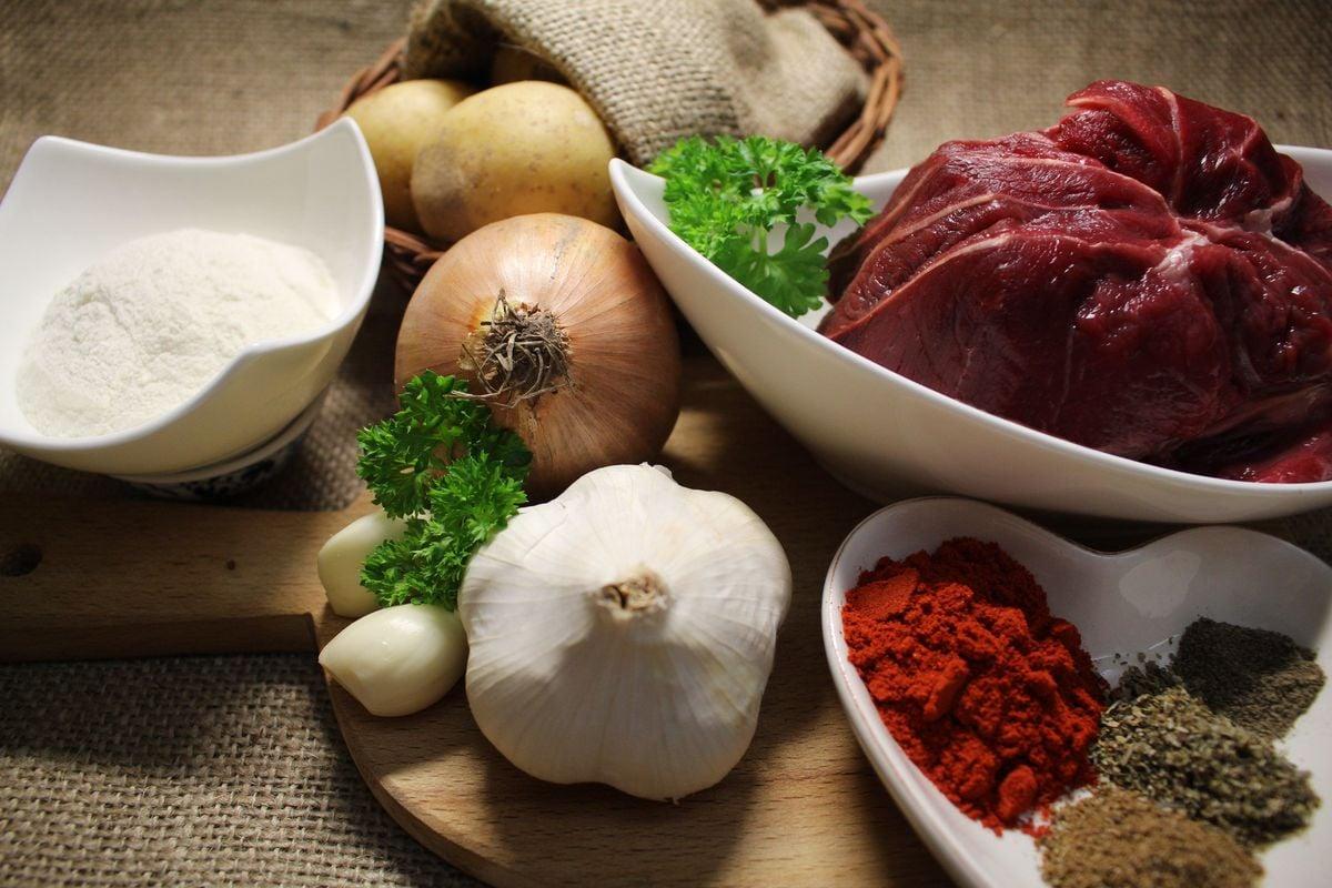Gulášová polévka z hovězího masa