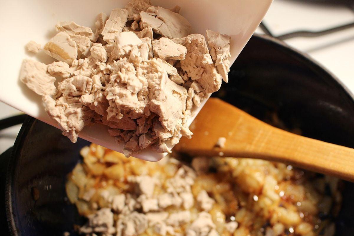 Recept: Falešné škvarky z droždí