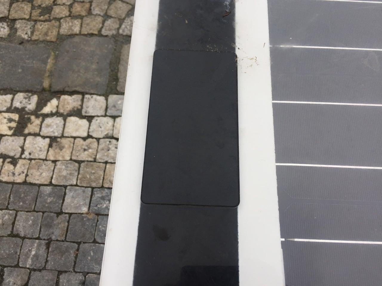 Chytrá lavička Steora v pražském Karlíně