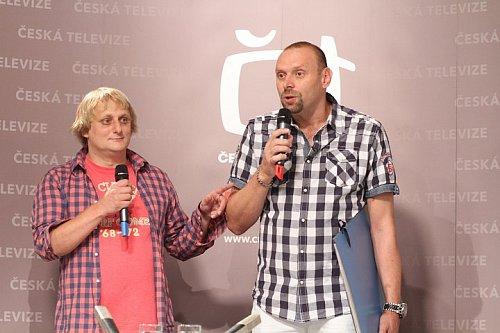 Stand-up comedy show Na stojáka se nedávno přesunula z HBO na obrazovku České televize.