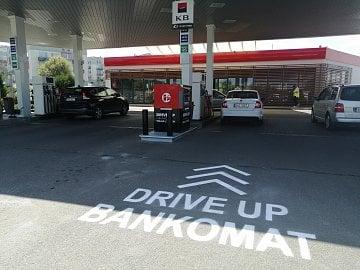 Nejnovější drive-up bankomat je v Plzni