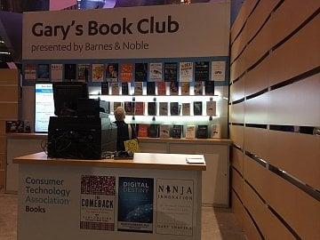 Knížní klub Garyho Shapira propaguje čtení o technologiích a inovacích. Sám Shapiro napsal dvě knihy.