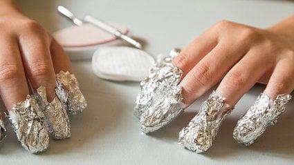 Vitalia.cz: Nepokoušejte se doma odstraňovat umělé nehty