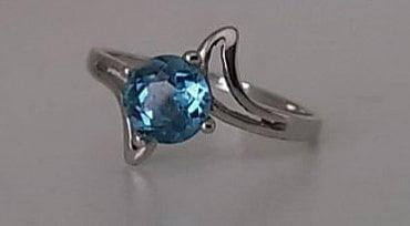 Přesazený prsten.