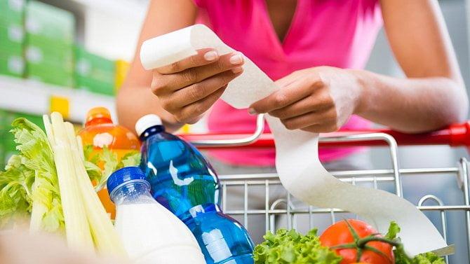Kde nakoupíte potraviny za ceny stejné jako vloni? Máme velký přehled cen