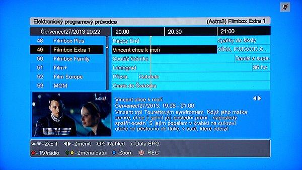 Okno EPG (programového průvodce). Vlevo dole se zobrazuje on-line náhled na zvolený program. Přepínat z televizního na rozhlasového průvodce můžeme červeným tlačítkem, zeleným a žlutým tlačítkem se pohybujeme v časové ose zobrazení, modrým tlačítkem měníme zobrazení programů od 30/60 až120minut, kde však vidíme již pouze zkratky názvu programů. Posun na zvolený program docílíme stiskem tlačítek se šipkami nahoru/dolů. Posun v programu volíme tlačítky se šipkami vlevo/vpravo. Červeným tlačítkem REC můžeme programovat příslušnou událost (nahrávku).