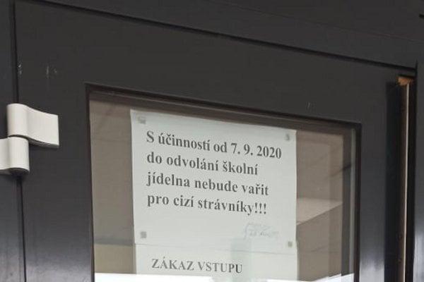 Informace na budově školy ZŠ Petrovice