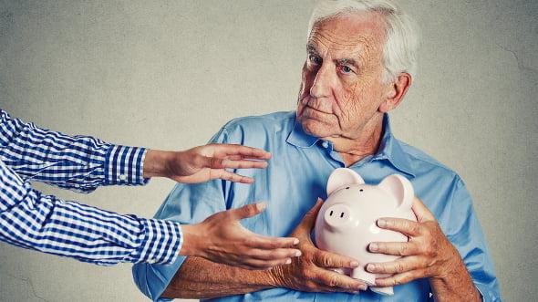 Stát každoročně ochudí důchodce omiliardu