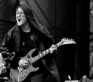 Kaiser Kuo v roli rockové hvězdy
