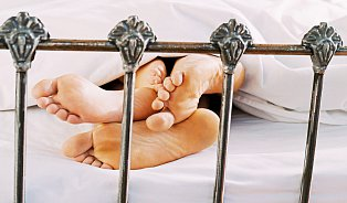 Noční křeče nohou spraví minerálka shořčíkem