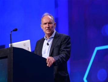 Tim Berners-Lee mluví o dopadech umělé inteligence na konferenci Dell EMC World 2017 v Las Vegas
