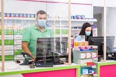 Pilulka.cz zavedla v kamenných lékárnách třeba štíty z plexiskla.